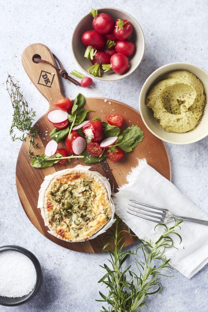Dagelijkse Kost ronde serveerplank met handvat uit acaciahout met koord 35cm